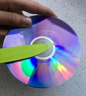 Cómo separar un DVD para espectroscopio
